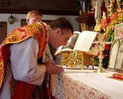 Padre Cekada celebrando a Missa